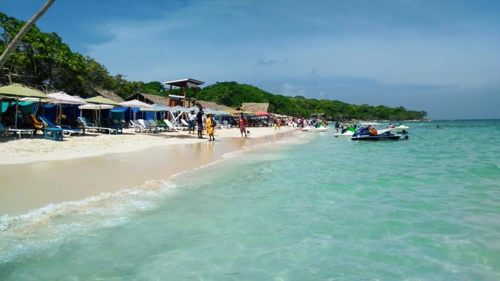 Playa-Blanca-Cartagena-Colombia